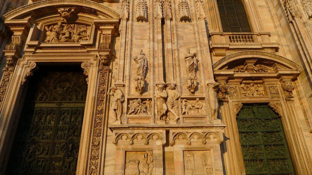 détail du parvis du Duomo à Milan