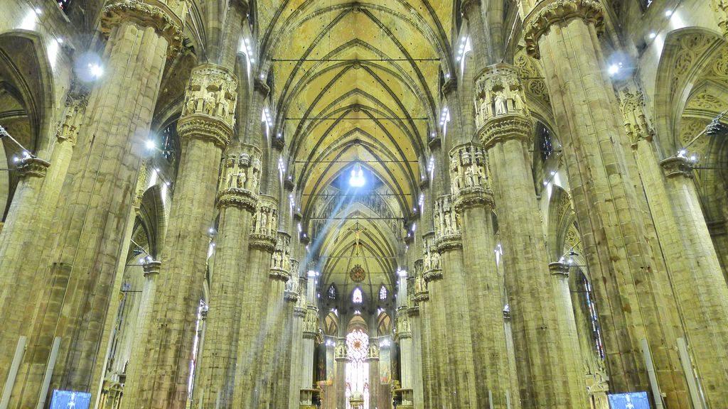 l'intérieur de la cathédrale du Duomo Milan