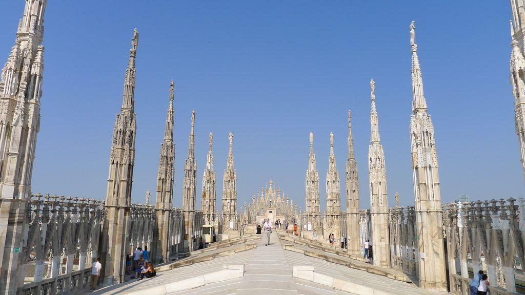 Enfilade sur la terrasse du Duomo Milan