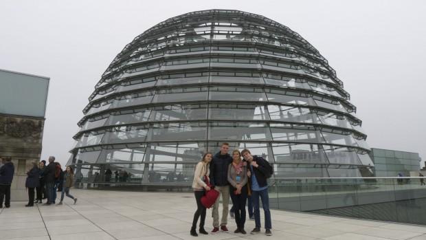 La coupole du Reichstag sur la terrasse extérieure