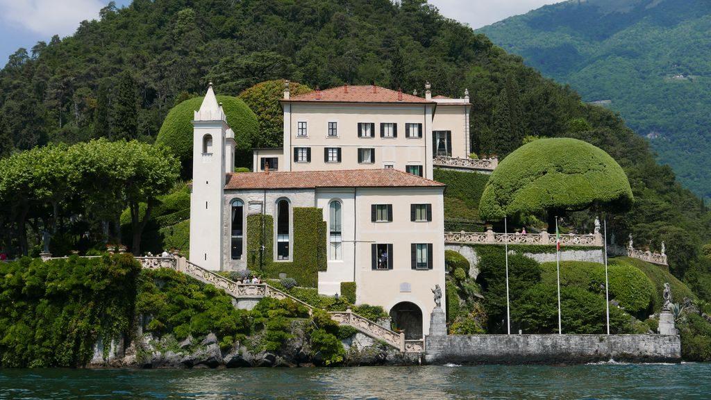 Villa pieds dans l'eau, lac de Côme