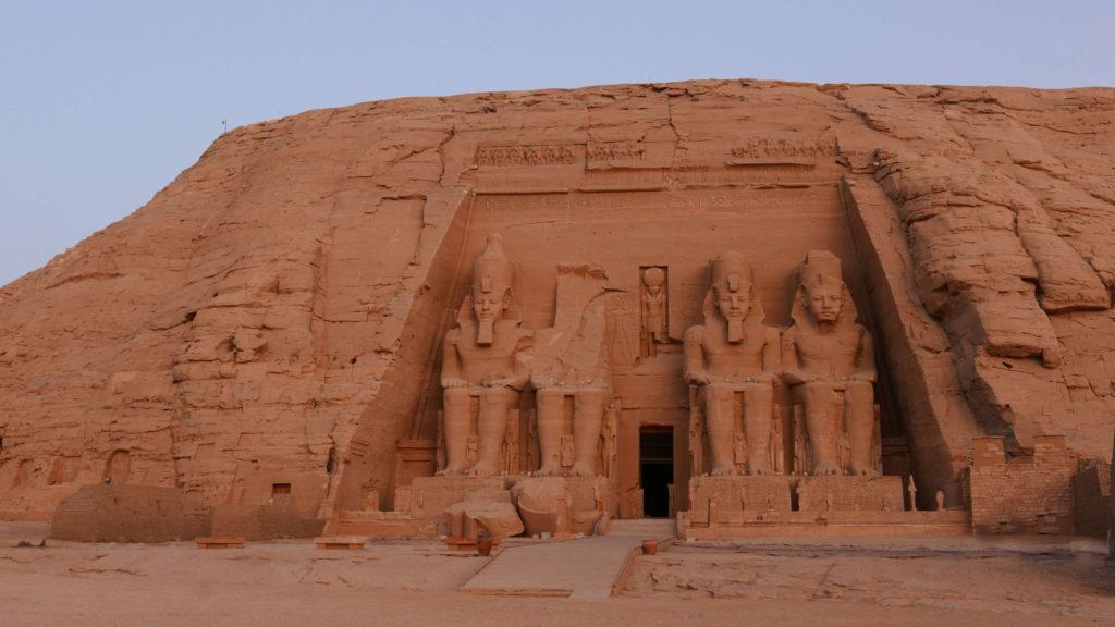 Lever du soleil sur le temple de Ramses II
