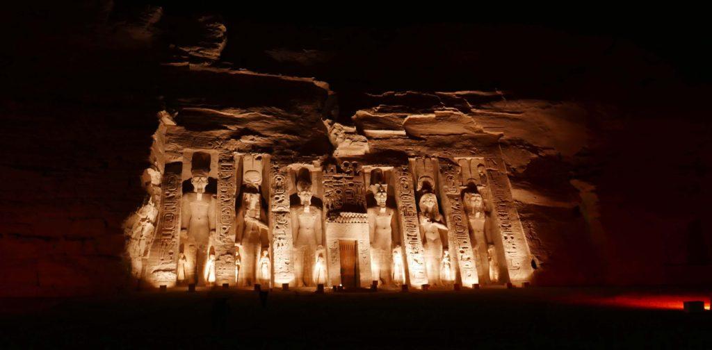 Son et Lumière sur le temple de Néfertari à Abu Simbel