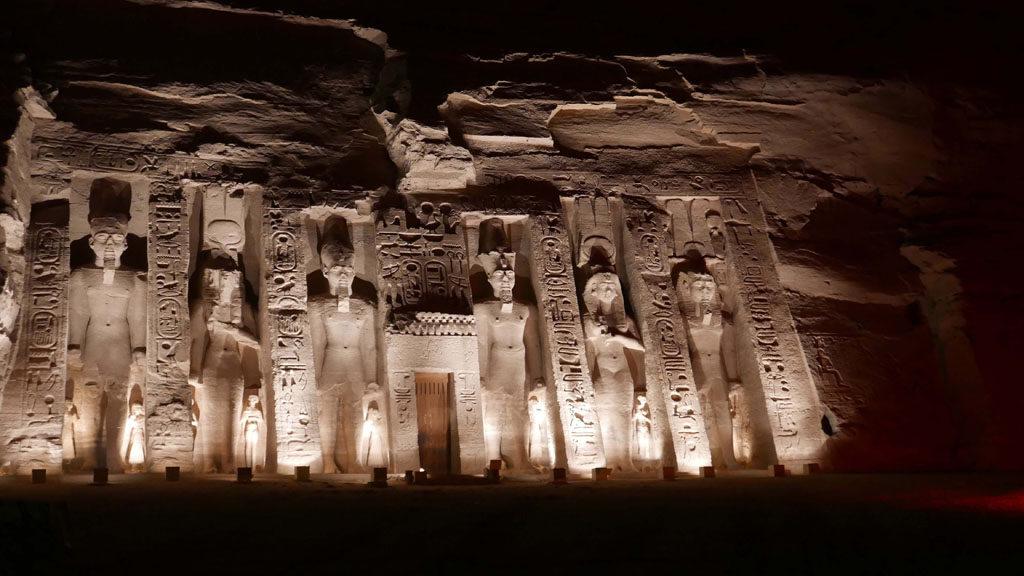 Lumières sur les statues de Abu Simbel