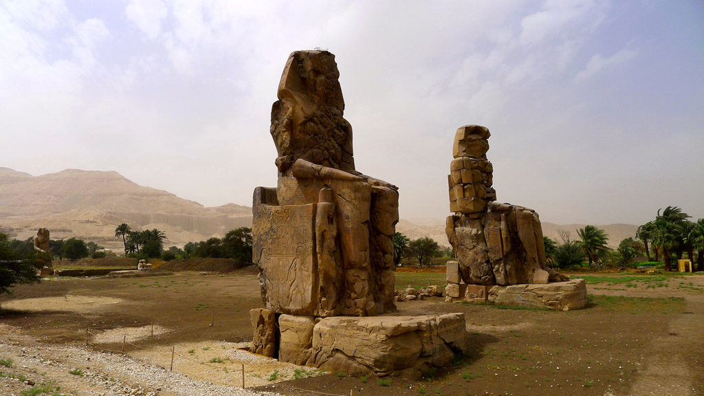 Statues monumentales des colosses de Thebes