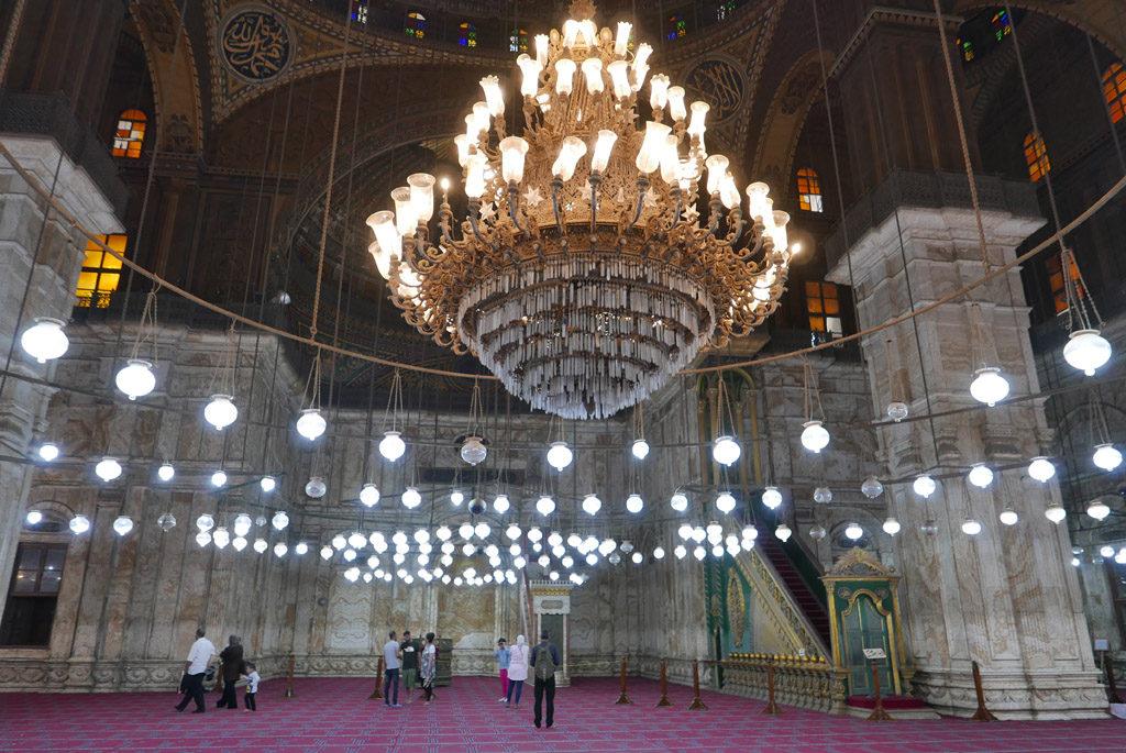 grand lustre à l'intérieur de la mosquée de Méhémet-Ali