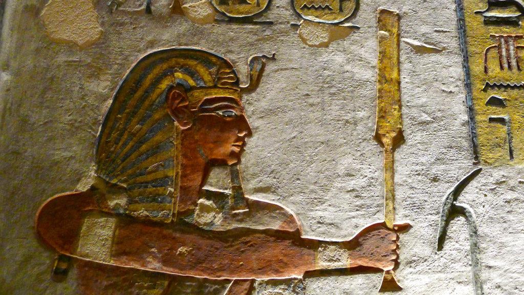 Vallée des rois peinture d'un pharaon sur le mur