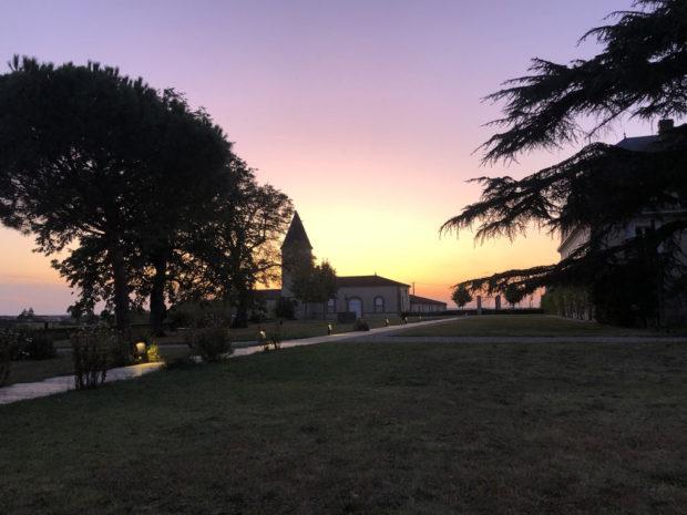 Coucher de soleil du château Guiraud vue du restaurant la Chapelle
